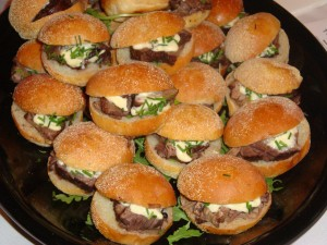 Short Rib Sliders with Horseradish Aioli 